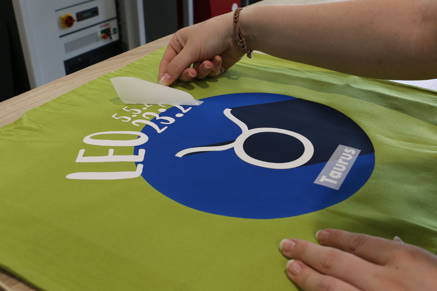 laserable transfer foil for textiles