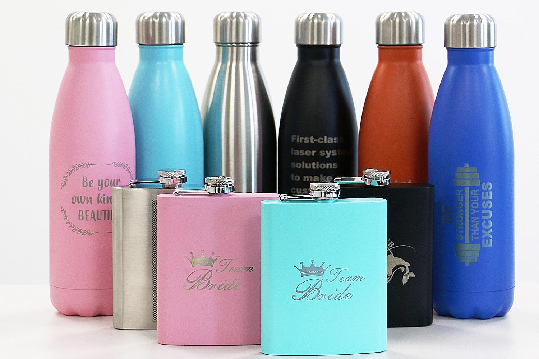 Isolierte Trinkflaschen und Flachmänner