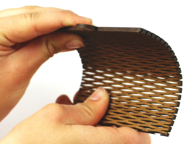 Laser kerf cut kleine Wellen