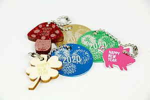 Amuletos grabados con láser